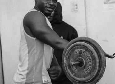Jak ćwiczyć mięśnie czworoboczne ?